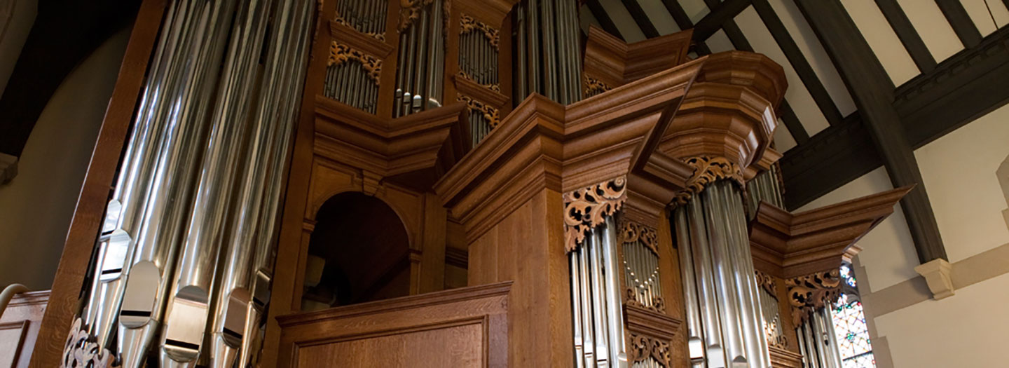 Brown organ with silver pipes