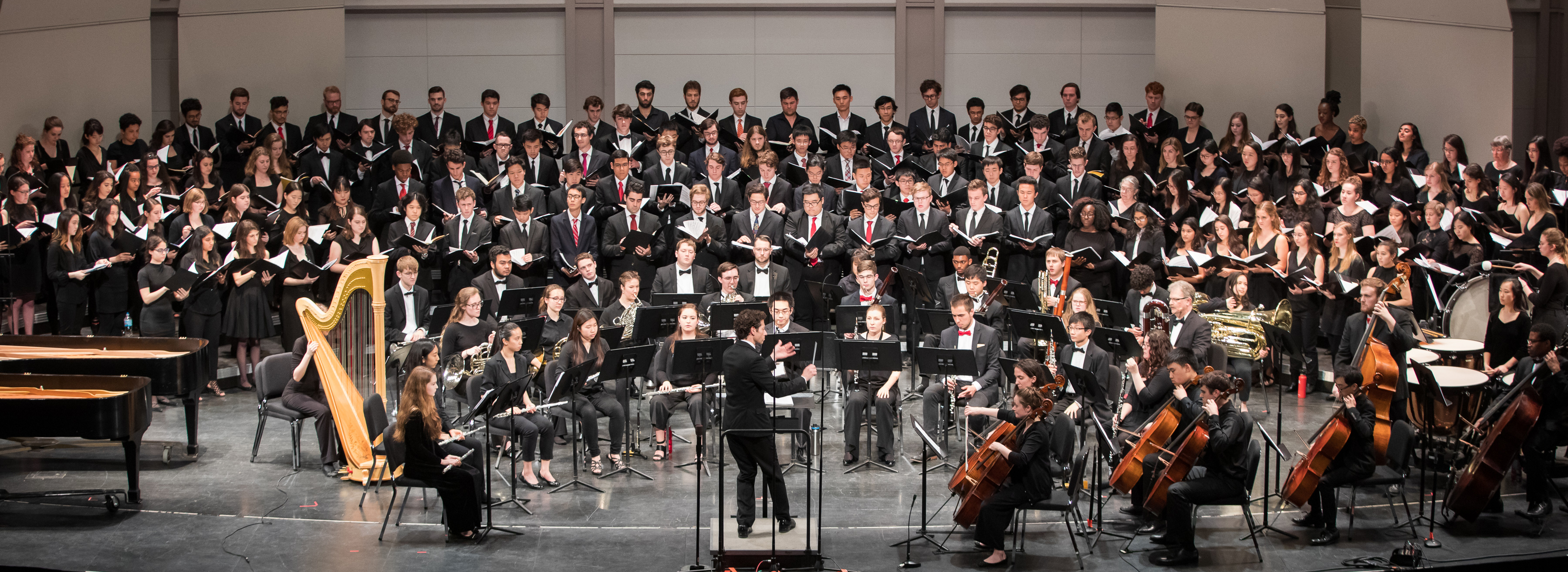 Wind Symphony and Chorale perform in Bailey Hall