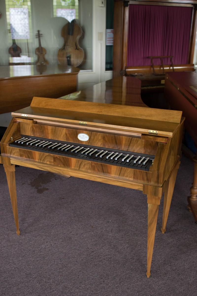 Copy of c.1800 Anton Walter 5 1/2 octave fortepiano, by Paul McNulty (2002)